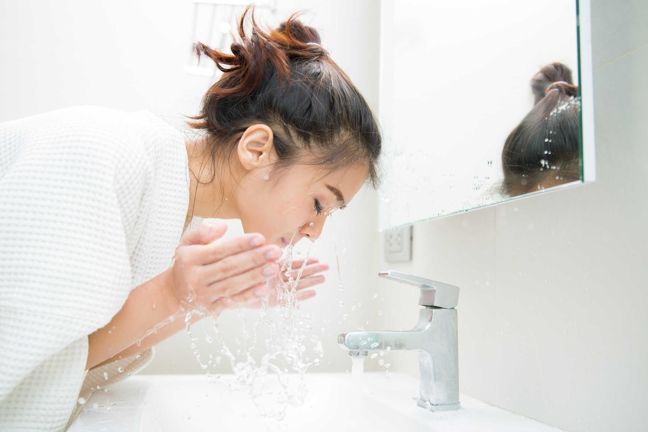 Da mặt sạch sẽ giúp loại bỏ tình trạng mụn cho mẹ bầu