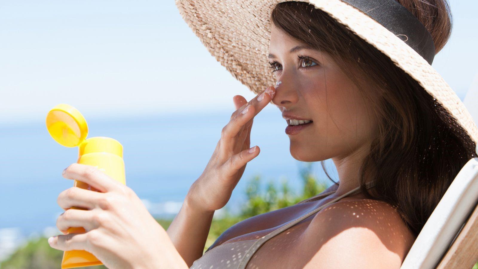Kem chống nắng giúp da chống lại các tác động tiêu cực của môi trường