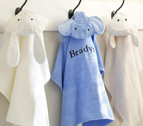 Khăn choàng tắm có nhiều mẫu mã, màu sắc cho mẹ lựa chọn
