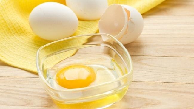 Mặt nạ từ trứng gà làm sáng da