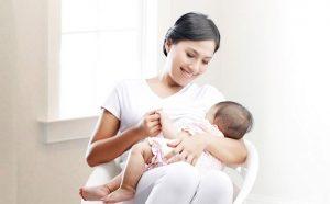 Cho con bú là một cách để giảm cân sau sinh cho mẹ