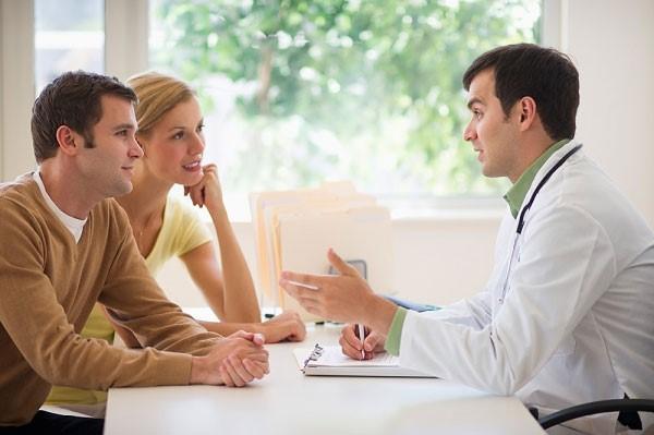 Nên kiểm tra sức khỏe của vợ và chồng trước khi mang thai