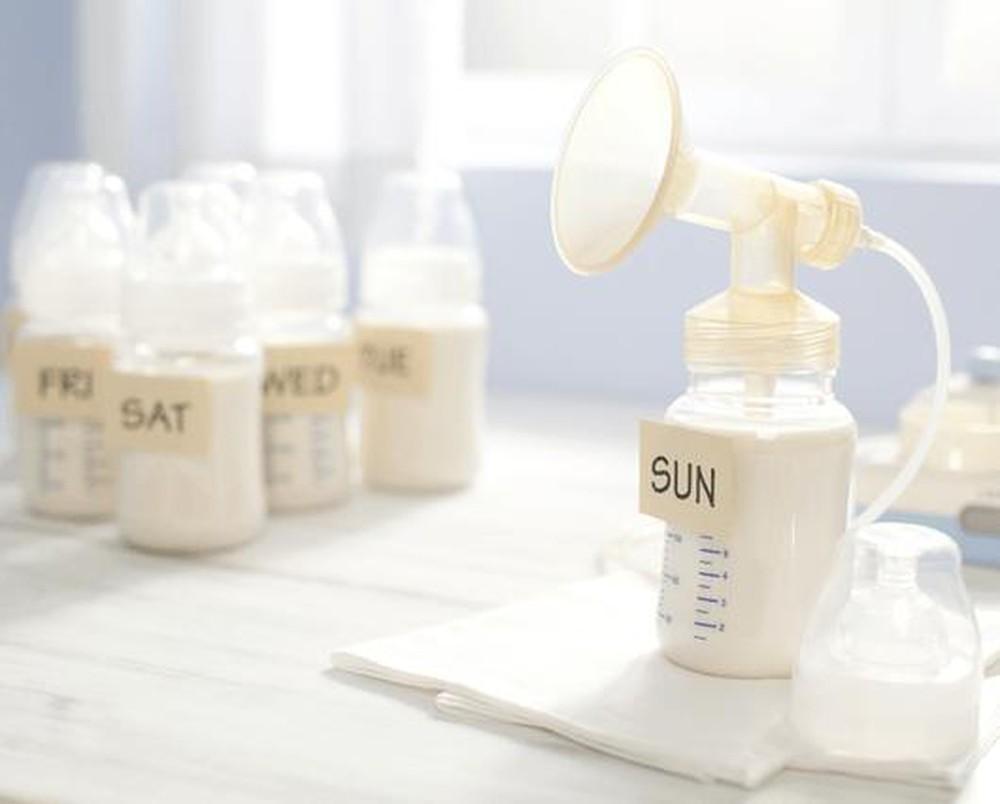 Sữa mẹ là nguyên liệu dưỡng da hiệu quả cho mẹ bầu sau sinh