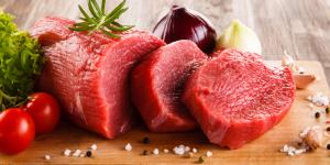 Thịt bò giàu chất sắt, ngừa thiếu máu cho mẹ sau sinh