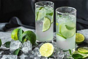 Uống nhiều nước chanh để trị sạm da